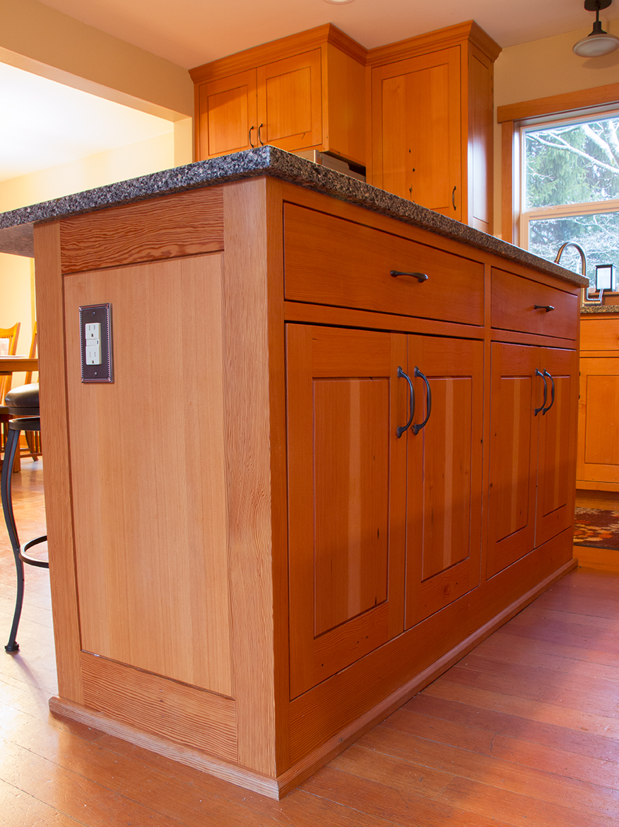 Small size kitchen island with power outlet. No recessed toe ...